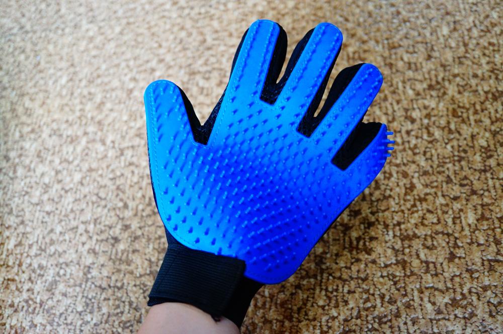 猫の毛を撫でて取る「ブラッシング手袋」をレビュー