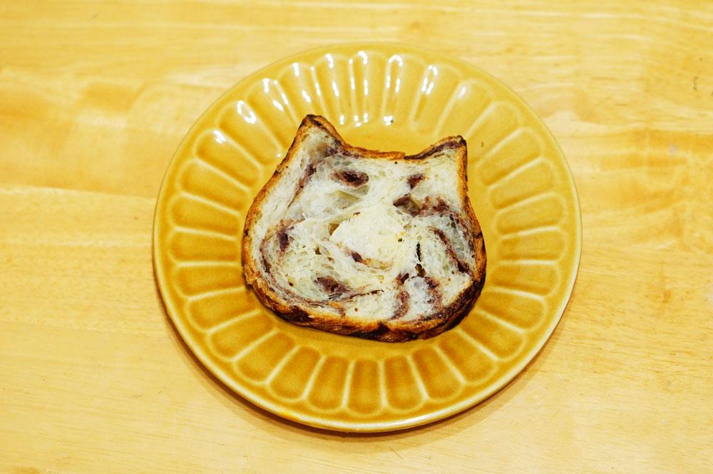東京ねこねこ食パン【つぶあん味】302円