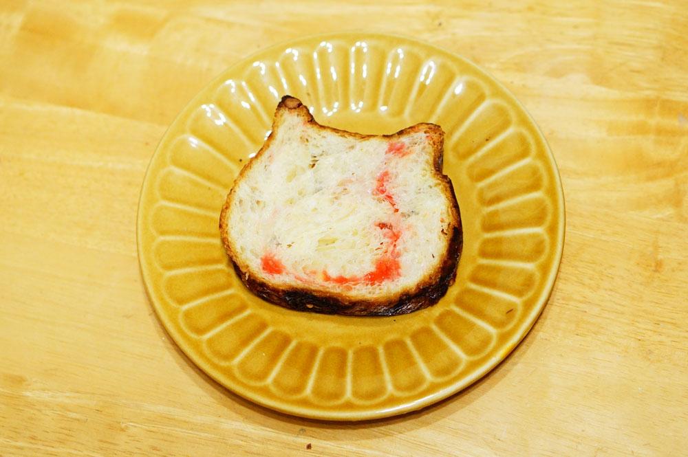 東京ねこねこ食パン【プラリネロゼ味】302円
