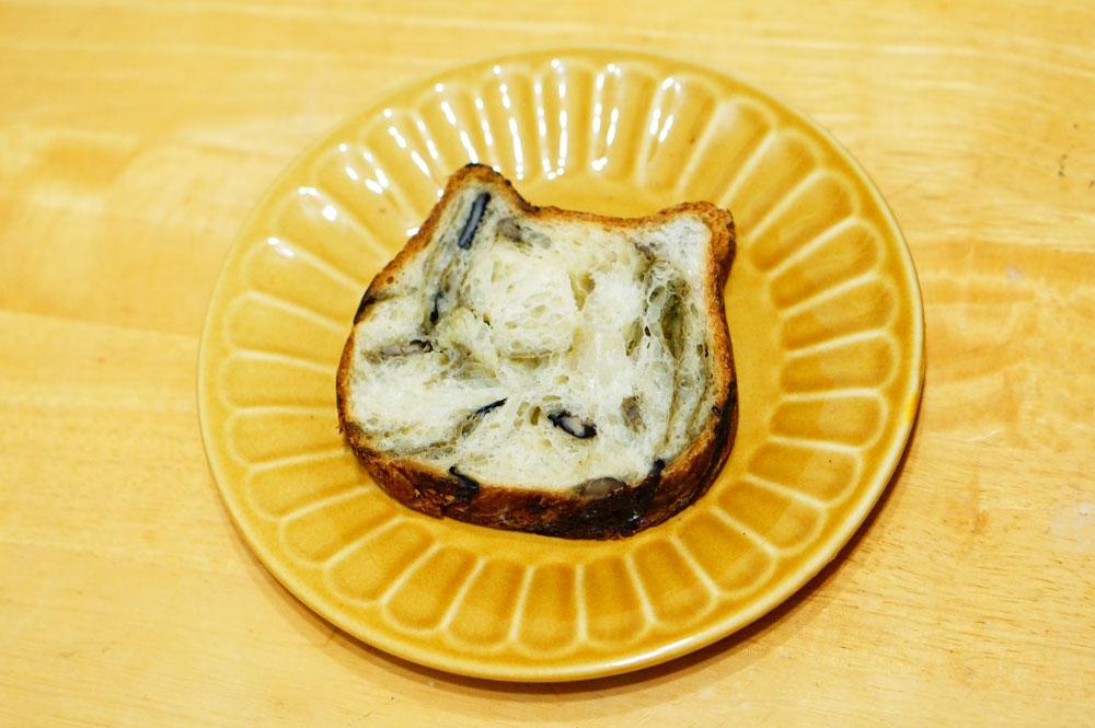 東京ねこねこ食パン【抹茶味】302円